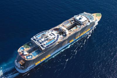 O maior cruzeiro do mundo tem tamanho superior a três campos de futebol e o peso de 17 mil elefantes