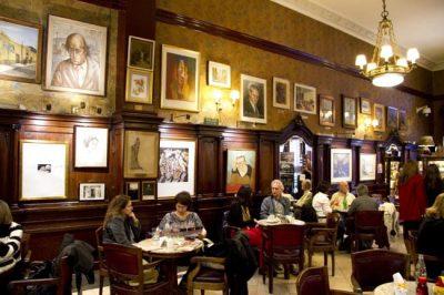 Fundado em 1858, Café Tortoni é parada obrigatória em Buenos Aires