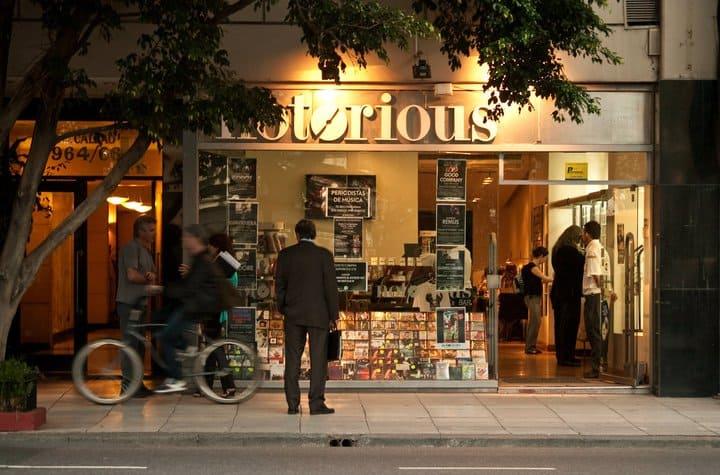 Loja de discos esconde bar de jazz em Buenos Aires