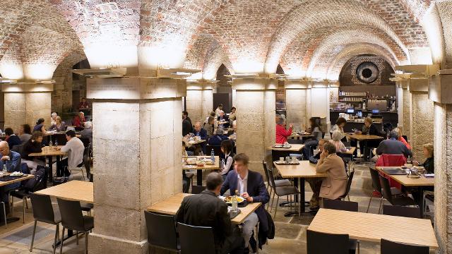 Que tal um café numa cripta do século 18 em Londres?