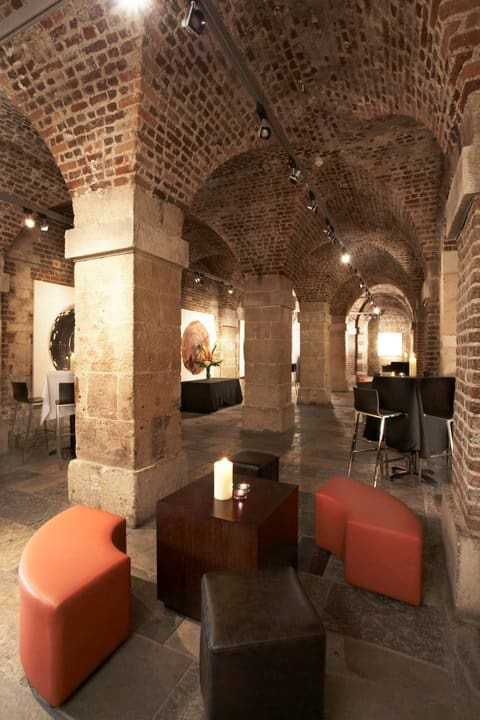 cafe in the crypt2
