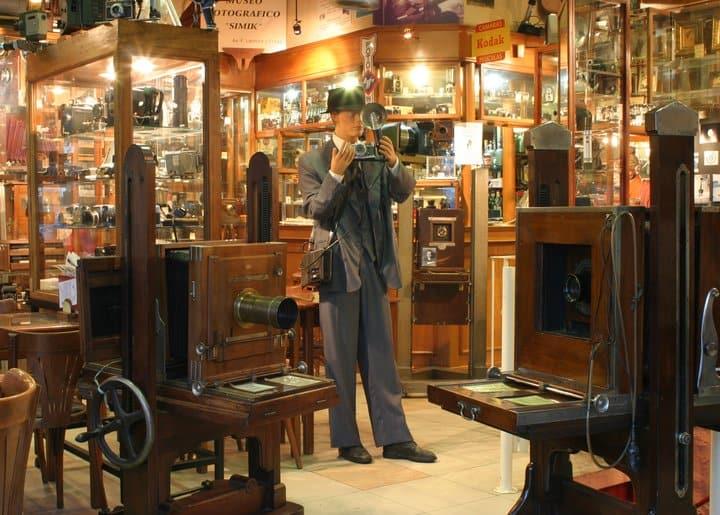 Museu de fotografia em Buenos Aires reúne mais de 2 mil câmeras e funciona como bar