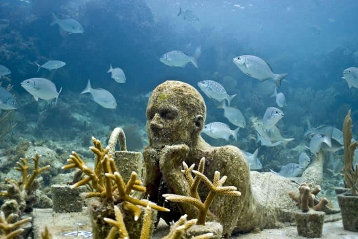 Cancún esconde esculturas impressionantes em um museu submerso
