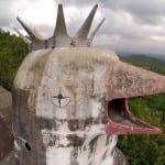 Curiosa igreja abandonada na Indonésia tem formato de galinha