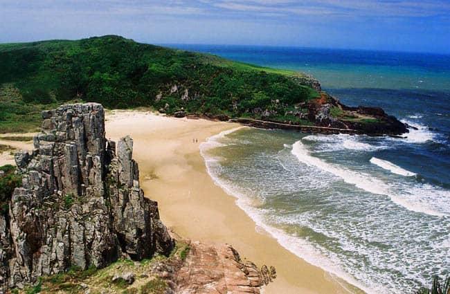 lugares diferentes no Brasil - praia Torres