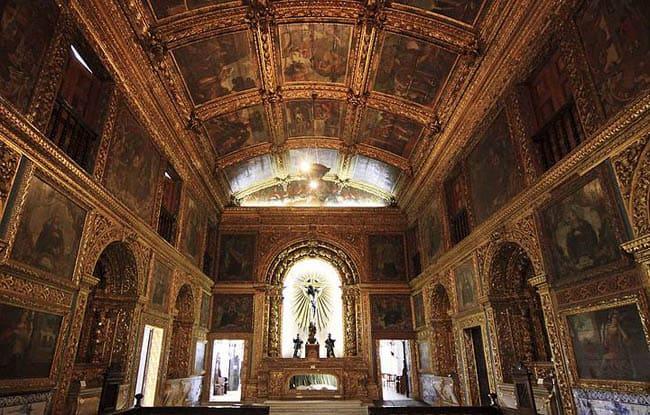 Igrejas incríveis no Brasil Capela Dourada