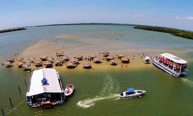 Ilha Crôa do Goré revela beleza inóspita e piscinas naturais em Aracaju
