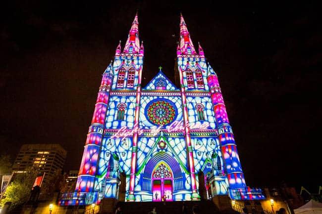 Natal em Sydney é celebrado com show de luzes impressionante todas as noites