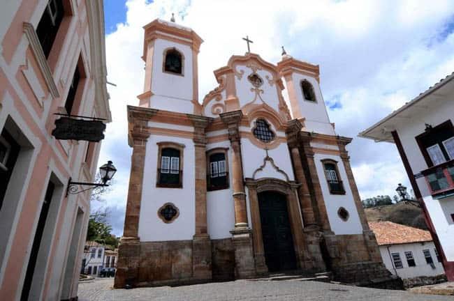 Igrejas incríveis no Brasil nossa-senhora-do-pilar