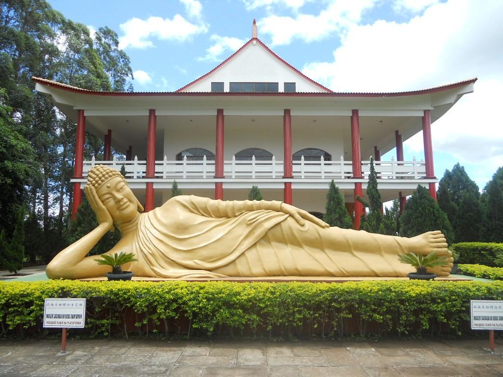 Conheça alguns dos fabulosos templos budistas do Brasil
