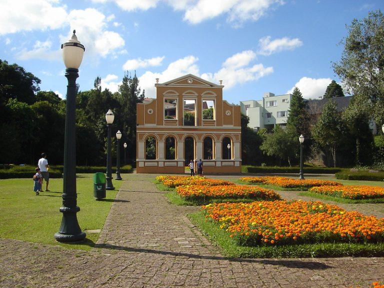 10 lugares bacanas para conhecer em Curitiba
