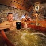 Já pensou em relaxar num spa de cerveja? Confira opções ao redor do mundo