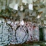 Bar do Arante, em Floripa, tem as paredes forradas de bilhetes dos visitantes. E ainda cabe o seu!