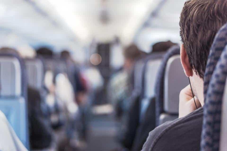Como ficar confortável durante as longas viagens de avião