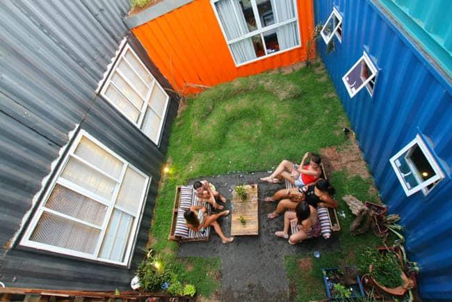 Conheça o Tetris, hostel feito em contêiner em Foz do Iguaçu