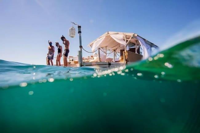 Airbnb oferece noite em meio a Grande Barreira de Corais da Austrália