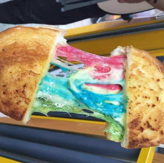 Queijo com as cores do arco-íris é a nova sensação de Hong Kong