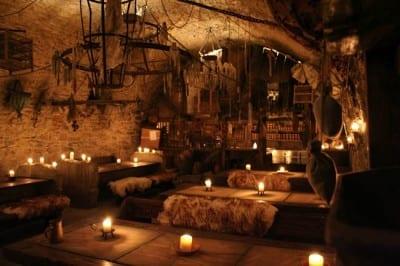 Que tal jantar numa taberna medieval em Praga?