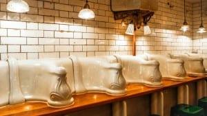Café em um antigo banheiro é uma atração curiosa em Londres