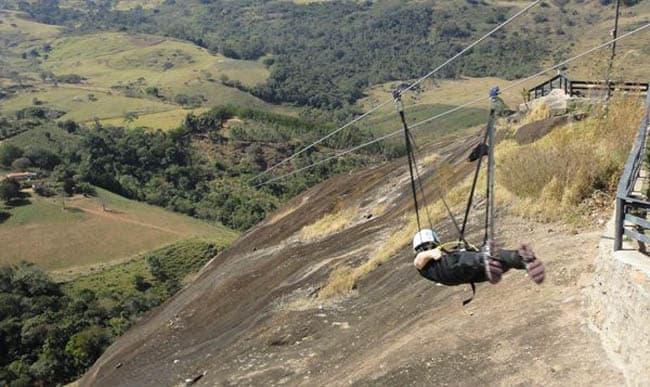Tirolesa com 1 km de extensão começa em São Paulo e termina em Minas Gerais