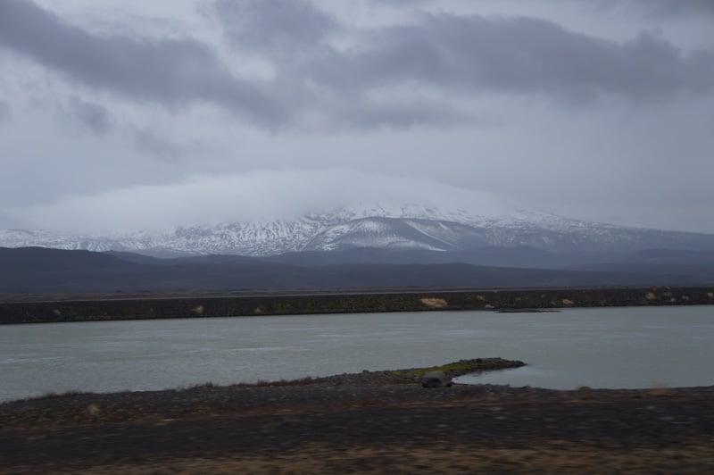 Vulcão Hekla com nuvens