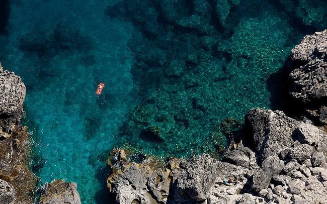 Ilha de Capri é paraíso perfeito para passar o verão na Itália