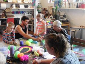 Intercambistas desenvolvem a criatividade em escolas folclóricas da Dinamarca
