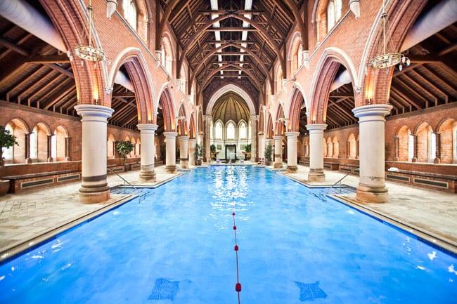 Igreja em Londres se transforma em clube com piscina