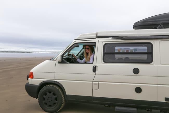 A bordo de uma van, jovem norte americana prova que é possível ser uma viajante solo