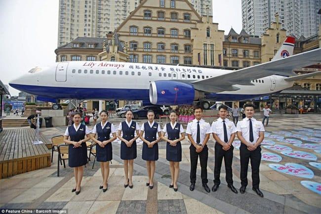 China inaugura restaurante dentro de avião aposentado