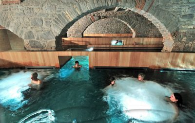 Antiga cervejaria se transforma em um incrível spa e termas na Suíça