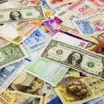 Vou viajar para o exterior e agora preciso trocar dinheiro!