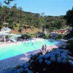 Piscina de água mineral alivia dias quentes no Paraná
