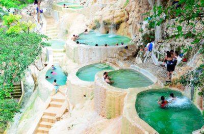Grutas de Tolantango, no México, têm piscinas naturais com vista privilegiada