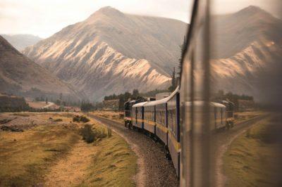 Primeiro trem de luxo da América do Sul passa por belas paisagens dos Andes Peruanos