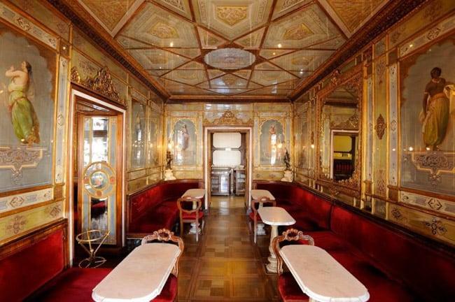 Em Veneza, turistas se encantam com a cafeteria mais antiga da Itália