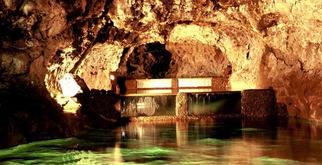 gruta em madeira, Portugal