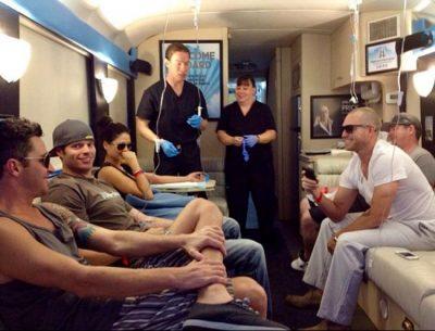 Ônibus em Las Vegas funciona como clínica itinerante e livra as pessoas da ressaca em 1h