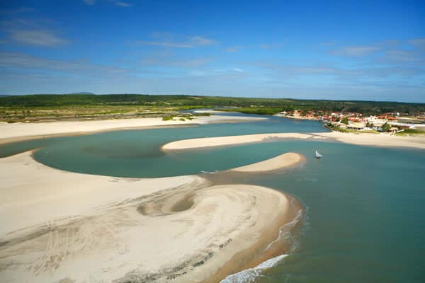 As melhores praias do Ceará para curtir o verão!