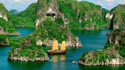 Conheça a Baía de Ha Long, um dos lugares mais impressionantes da Ásia