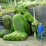 Jardim do Nêgo, em Nova Friburgo, tem esculturas gigantes feitas em barrancos