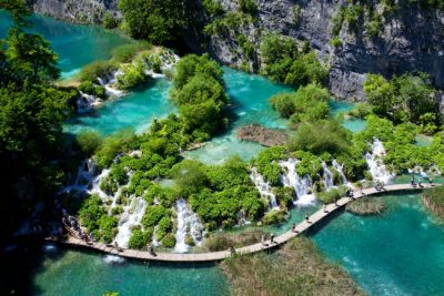 Descubra o fabuloso parque dos Lagos Plitvice, na Croácia