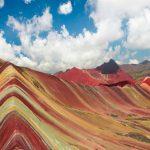 A colorida e surpreendente Montanha Arco-Íris, no Peru