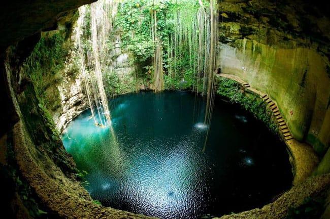 Encante-se com o surreal Cenote Ik Kil, em Cancún