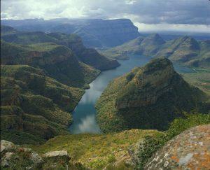 Blyde River Canyon abriga o maior cânion verde já encontrado e vistas deslumbrantes na África do Sul