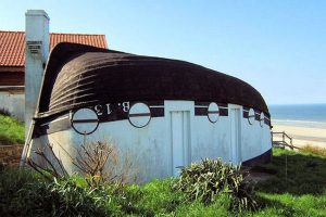 Conheça a cidade na França onde barcos de ponta-cabeça se transformaram emcasas