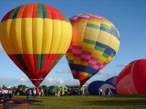 Festival de Balonismo cria espetáculos no céu em Rio Grande do Sul