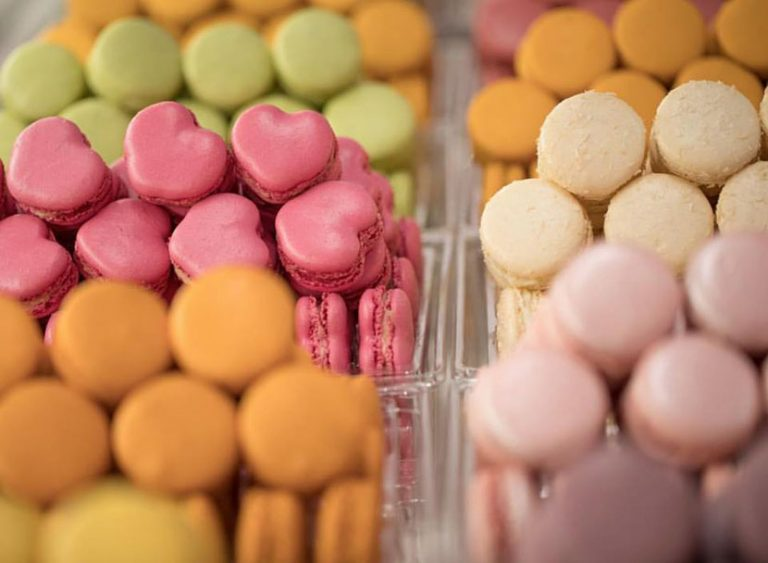 Confira onde encontrar Macaron emParis e prove a verdadeira textura do doce