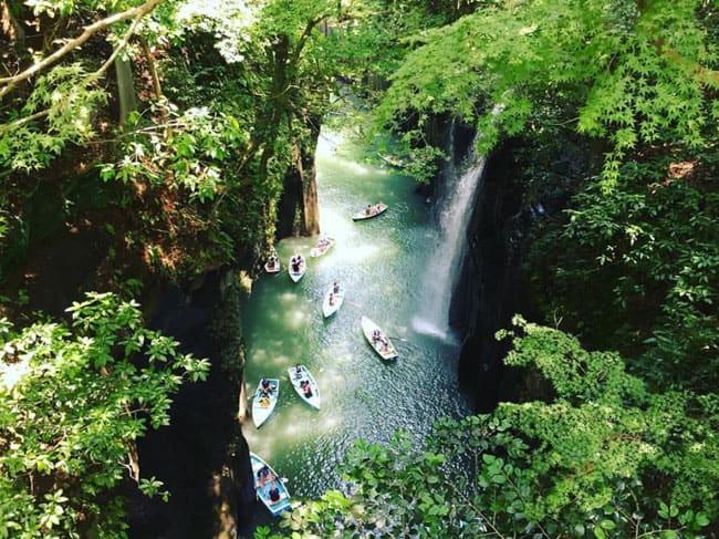 Conheça as paisagens deslumbrantes do Cânion Takachiho Gorge no Japão