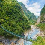 Desfiladeiro entre montanhas de mármore forma paisagem exuberante emTaiwan